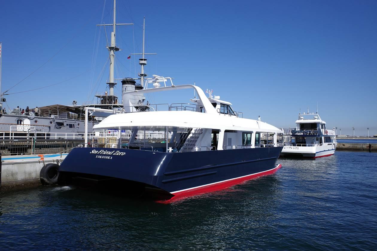 猿島へのクルーズ船