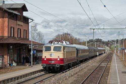 113 309 mit Karwendelexpress in Huglfing