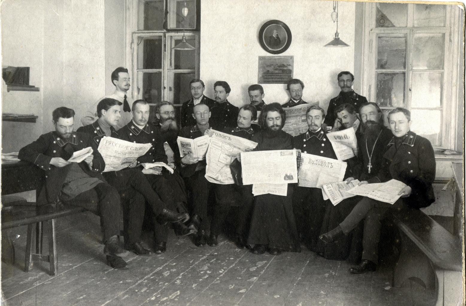 Общий снимок студентов и преподавателей Московской Духовной Академии