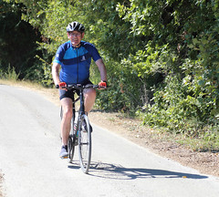 happy-cyclist-just-before-uzes_43915218945_o - Photo of Uzès