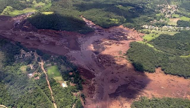 O rompimento da barragemem Brumadinho ocorre pouco mais de três anos do crime ambiental em Mariana - Créditos: Corpo de Bombeiros de Minas Gerais