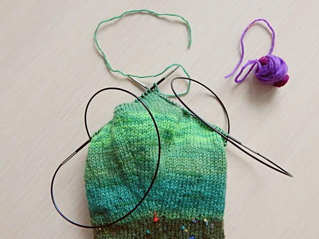 Соединение нитей косичкой - идеальный способ соединения нитей в вязании. Фотоурок с пошаговыми фотографиями | HoroshoGromko.ru