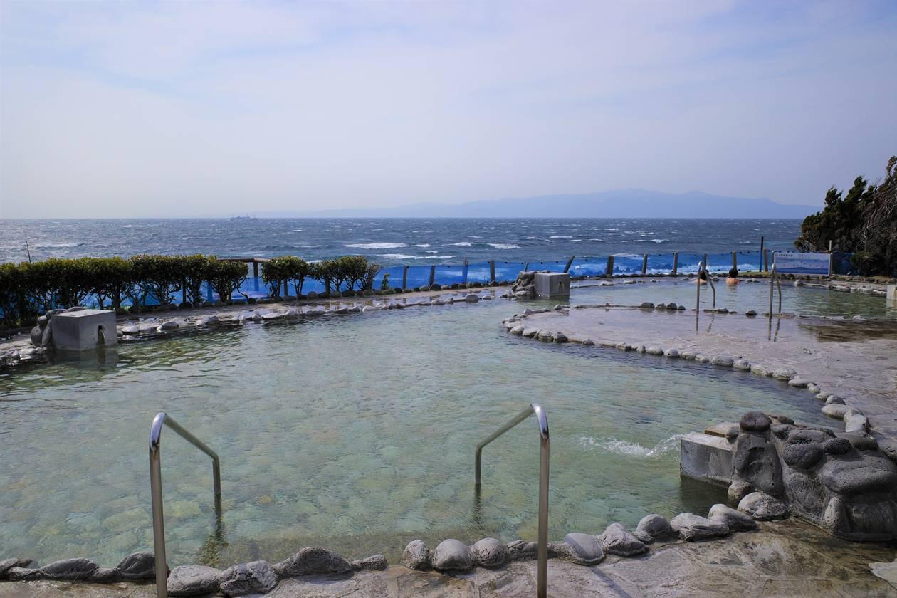 伊豆大島 浜の湯の露天風呂
