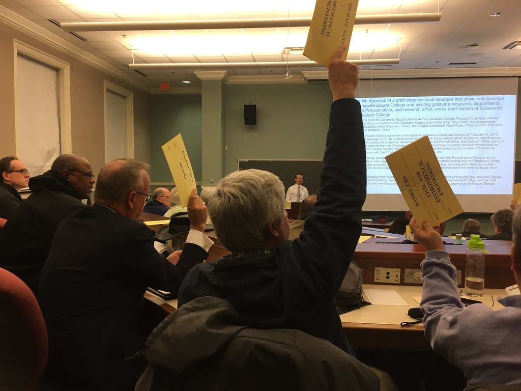 Faculty Senate votes to pass draft bylaws of the graduate college