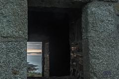 levée du jour sur le Mont st Michel depuis les falaises de champeaux _ Carolles _fenêtre de la cabane vauban - Photo of Champeaux