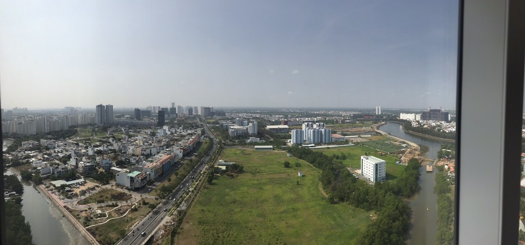 View hướng nam từ căn hộ, nhìn toàn bộ khu nam sài gòn.