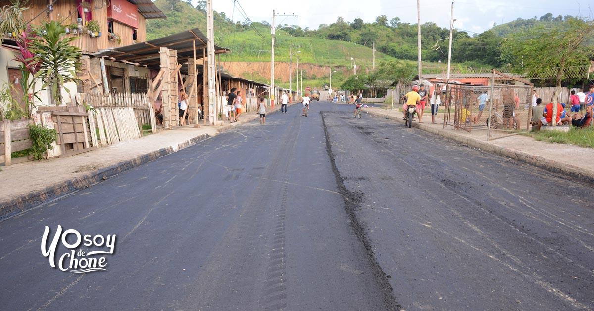 300 familias de la Unidos Venceremos se benefician del asfalto de sus calles