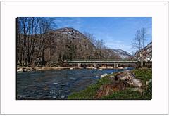 """Pont de Niaux : """"Les rivières ne se précipitent pas plus vite dans la mer que les hommes dans l'erreur."""" Voltaire"""