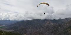 Tandem Paragliding at Huajchilla Platform at 3,900 meters (12,795 ft) above sea level, Llacasa (Río Abajo), La Paz, Bolívia.
