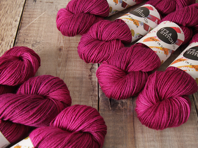 Dynamite DK – pure British wool superwash hand dyed yarn 100g – 'La Vie En Rose'