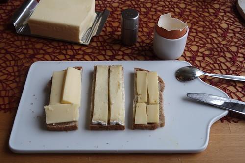 Ziegen-Ribeaupierre, Tomme du Pays und Herzhafter Butterkäse auf Weizenbrot