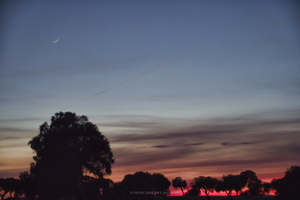 Puesta de Sol con Luna en la Dehesa de Zacatena
