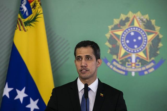 No Brasil, Guaidó abranda tom em relação à possibilidade de intervenção na Venezuela