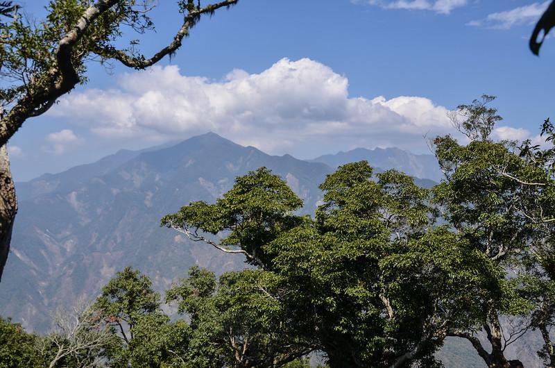 亞泥笛西北稜(1465 m)北眺群山