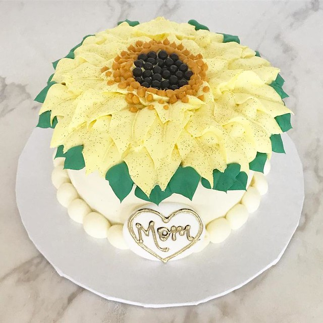 Sunflower Cake by Cannoli Queens