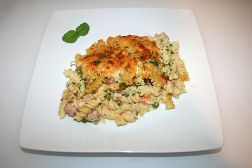 40 - Creamy ham pasta bake with sour cream - Served / Cremiger Schinken-Nudelauflauf mit Sauerrahm - Serviert