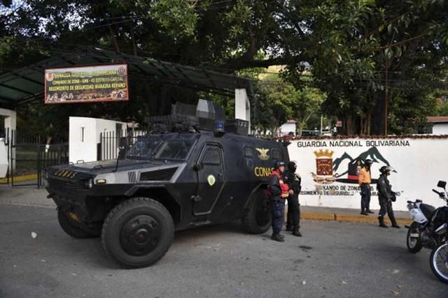 Forças armadas venezuelanas detêm militares após assalto a quartel; entenda