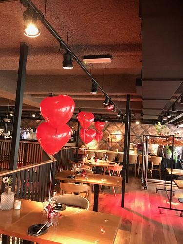 Tafeldecoratie 2ballonnen Hartballonnen Valentijnsdag Cafe in the City Rotterdam