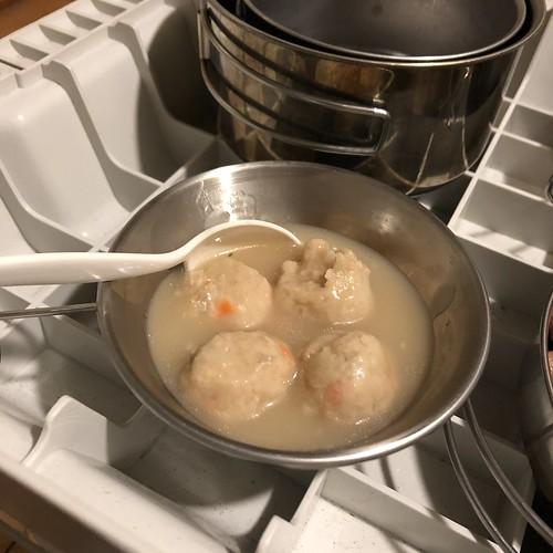 豆乳鍋スープに鶏肉団子