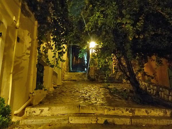 ruelle de plaka de nuit