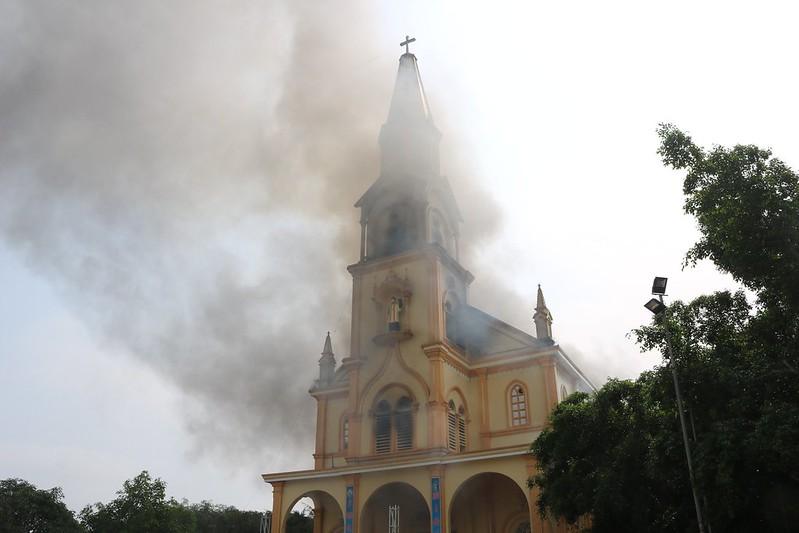 Cháy nhà thờ Thọ Vực