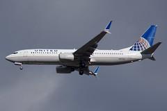 N87513 737-800  United Airlines
