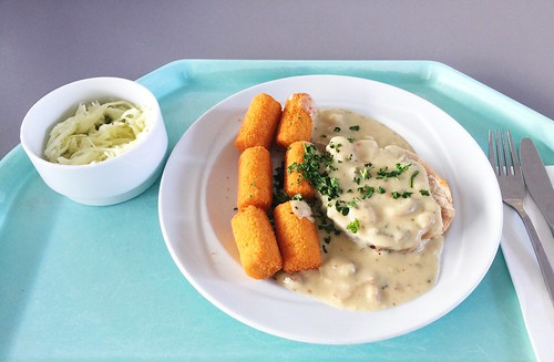 Rolled turkey roast with mushroom cream sauce & croquettes / Putenrollbraten mit Pilzrahmsauce & Kroketten