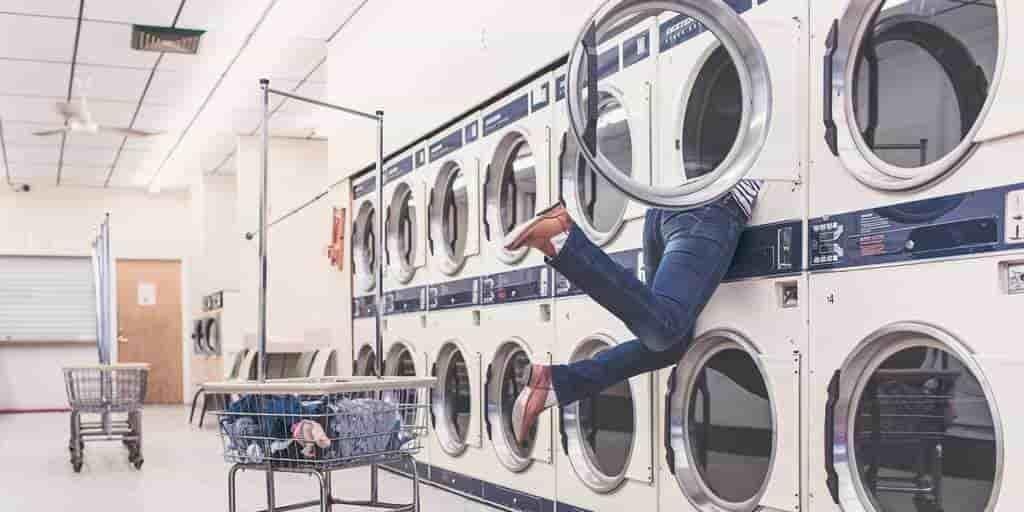 lavage-à-sec-machine-invention-par-un-noir