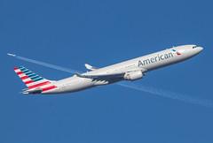 EGLL - Boeing 777 - American Airlines - N274AY