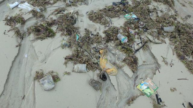 Litter on the shore at Seringat-Kias