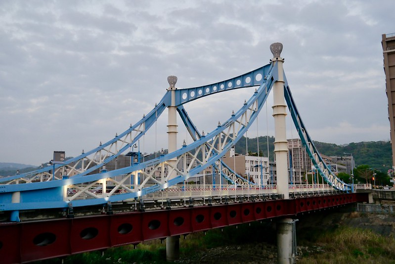 蓝天白云桥