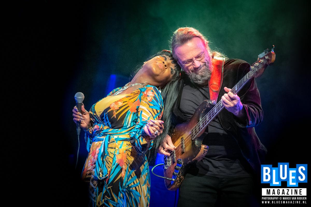 Kat Riggins & Erwin Java Band