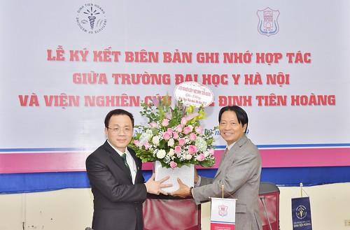 Lễ ký kết biên bản ghi nhớ hợp tác Viện DTHIM và Đại học Y Hà Nội