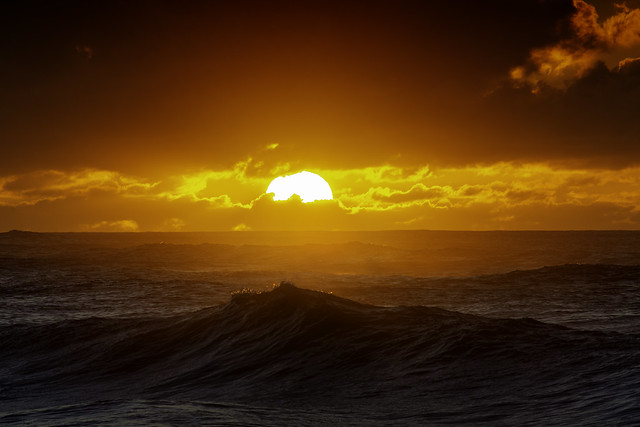 The Sun Sets Upon Rough Seas, Hawaii