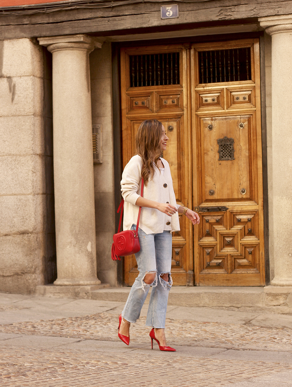 beige cardigan gucci bag red heels ripped jeans street style outfit 20193