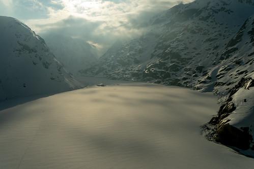 Grimsel in Winter: Frozen lake (1/3)