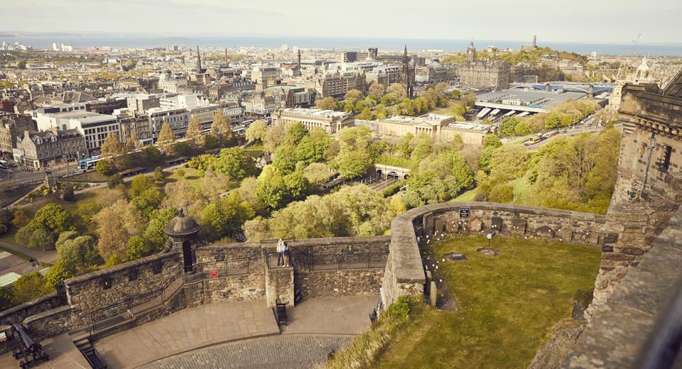 Bezienswaardigheden Edinburgh, uitzicht vanaf Edinburgh Castle (Foto: Simon Winall)   Mooistestedentrips.nl