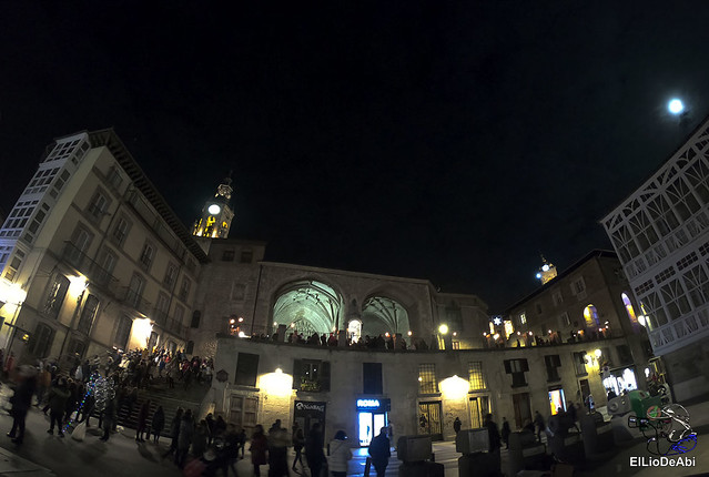 13.000 velas iluminan el Casco Viejo de Vitoria Gasteiz en la Noche de las Velas  (9)