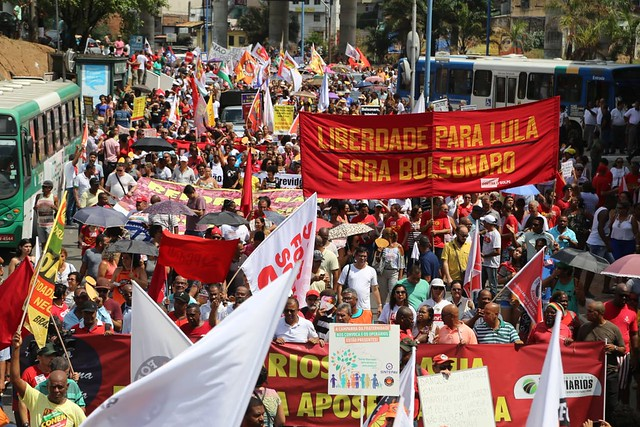 Protesters in Bahia took to the streets to fight for a public pension system, demand Lula's freedom, and attack Bolsonaro - Créditos: Handout