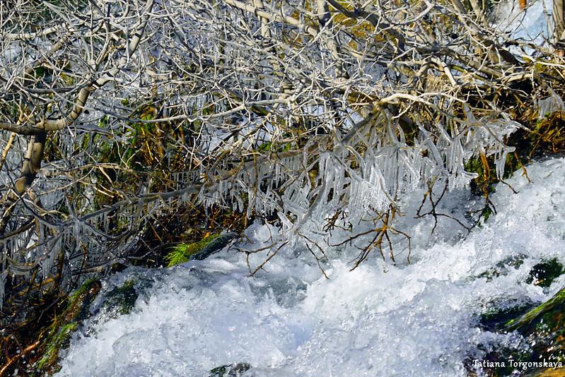 Вода в водопаде Провалие, вид сверху