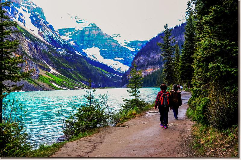 Lake Louise Shoreline Trail