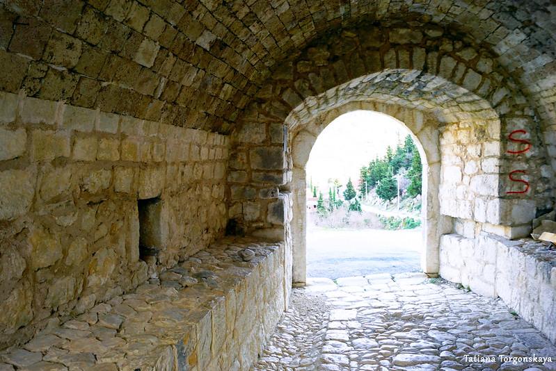 Внутри крепостных ворот