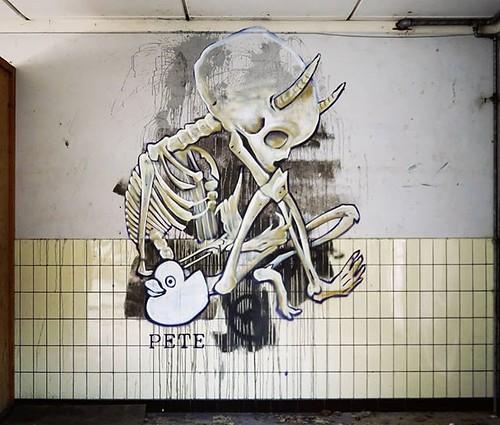 Bit of a #creepytuesday / #graffiti by PEteOne. . #urbanart #graffitiart #streetartbelgium #graffitibelgium #graffiti #muralart #streetart #streetartlovers #graffitiart_daily #streetarteverywhere #streetart_daily #ilovestreetart #igersstreetart #urbex #rs