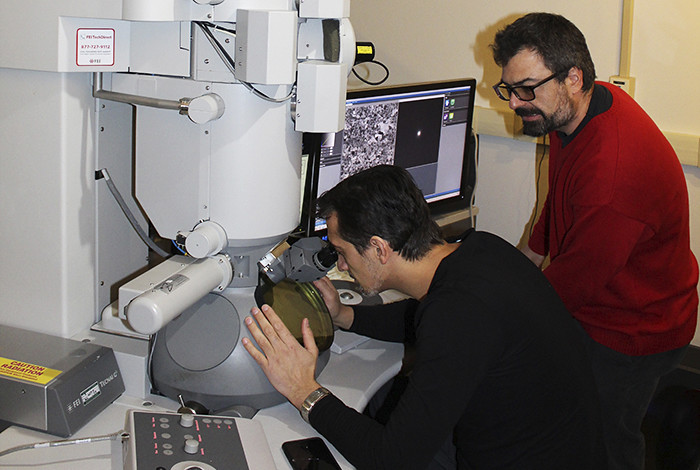 Osman El Atwani (left) and Enrique Martinez at the transmission electron microscope.