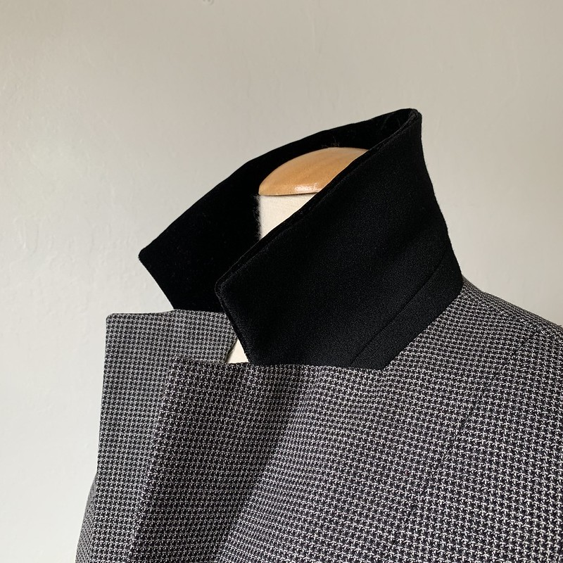 Collar details on Saler jacket