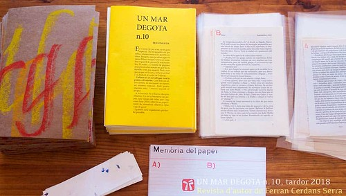 Revista d'autor Un mar degota n. 10, amb adjunts a la carpeta.