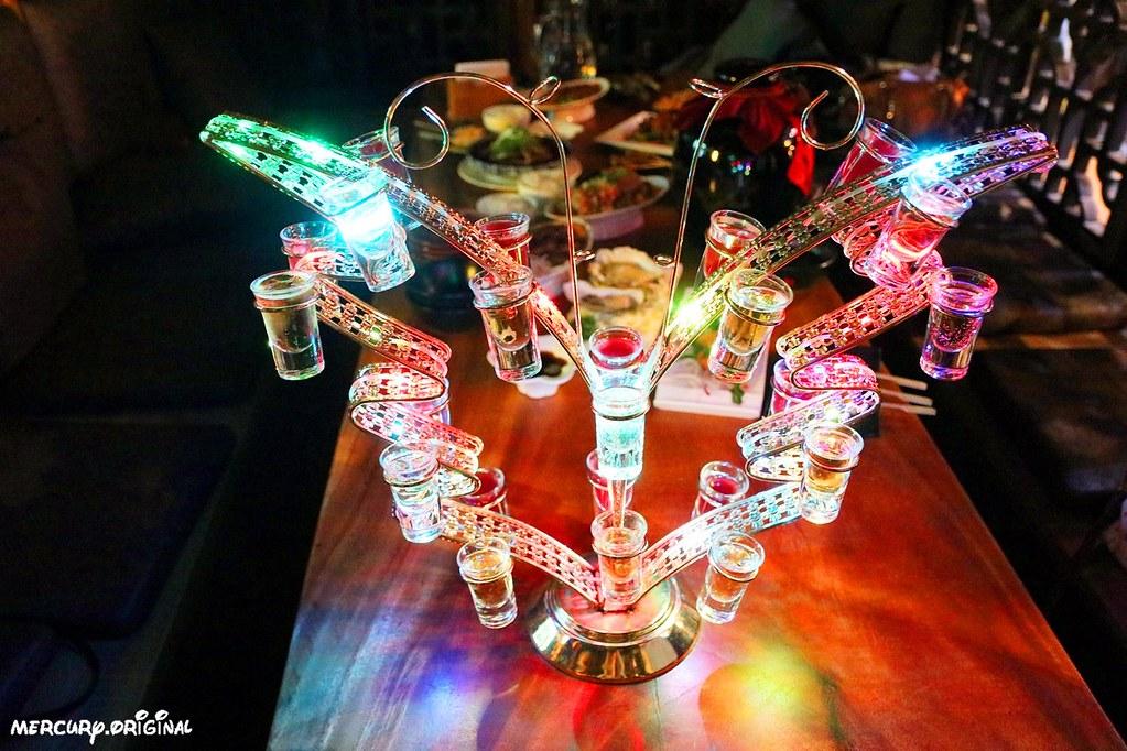 47255423791 01135cd63c b - 熱血採訪|台中壽星限定超浮誇七彩蝴蝶酒,還有5公升大酒甕你敢來挑戰嗎?
