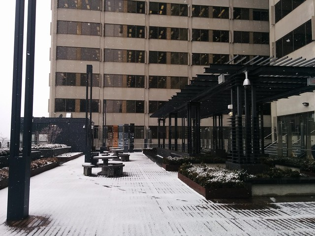 Late snow seen on the Yonge-Eglinton Centre patio #toronto #yongeandeglinton #yongeeglintoncentre #patio #spring #snow