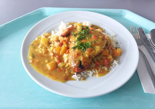 "Turkey steak ""riz casimir"" with fruity curry sauce & rice / Putensteak ""Riz casimir"" in fruchtiger Currysoße & Langkornreis"