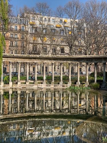 Spring mirror in Parc Monceau